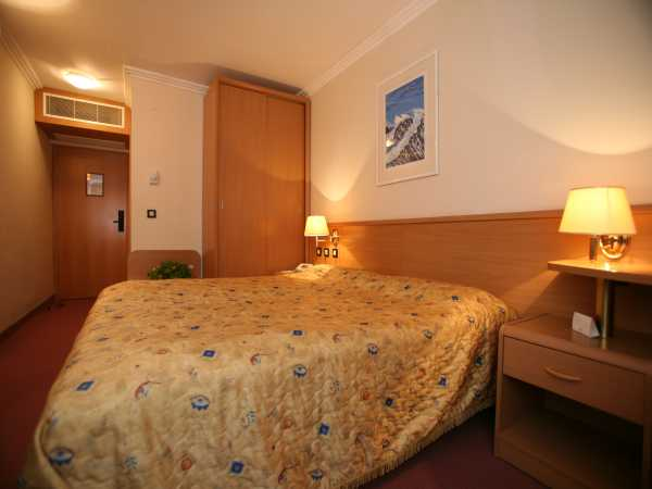 Double room with 2 help beds -   HB