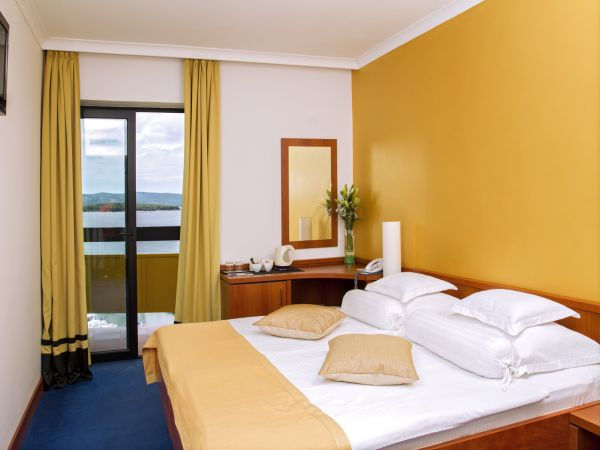Double room sea side with balcony superior with halfboard
