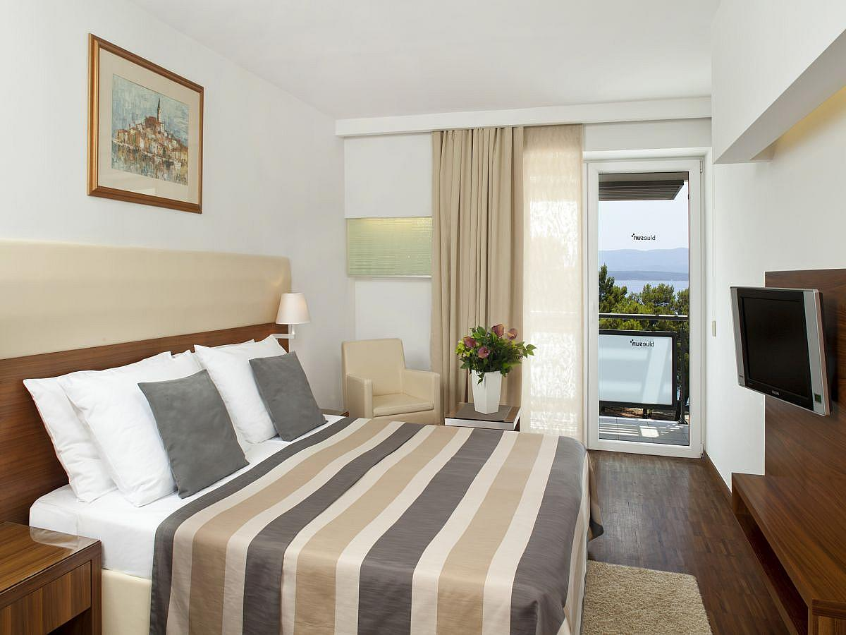 Double room sea side with extra bed, balcony, superior and half board