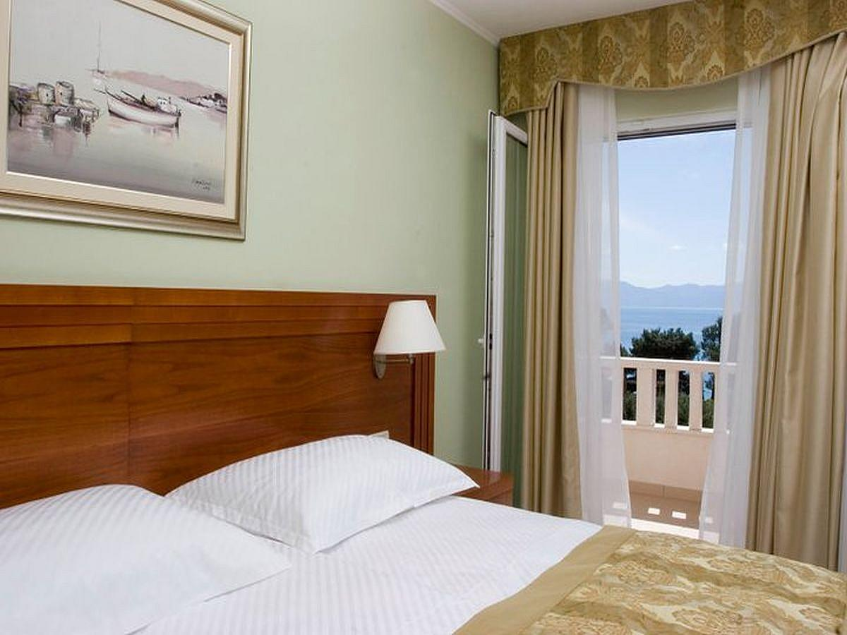 Double room sea view with half board