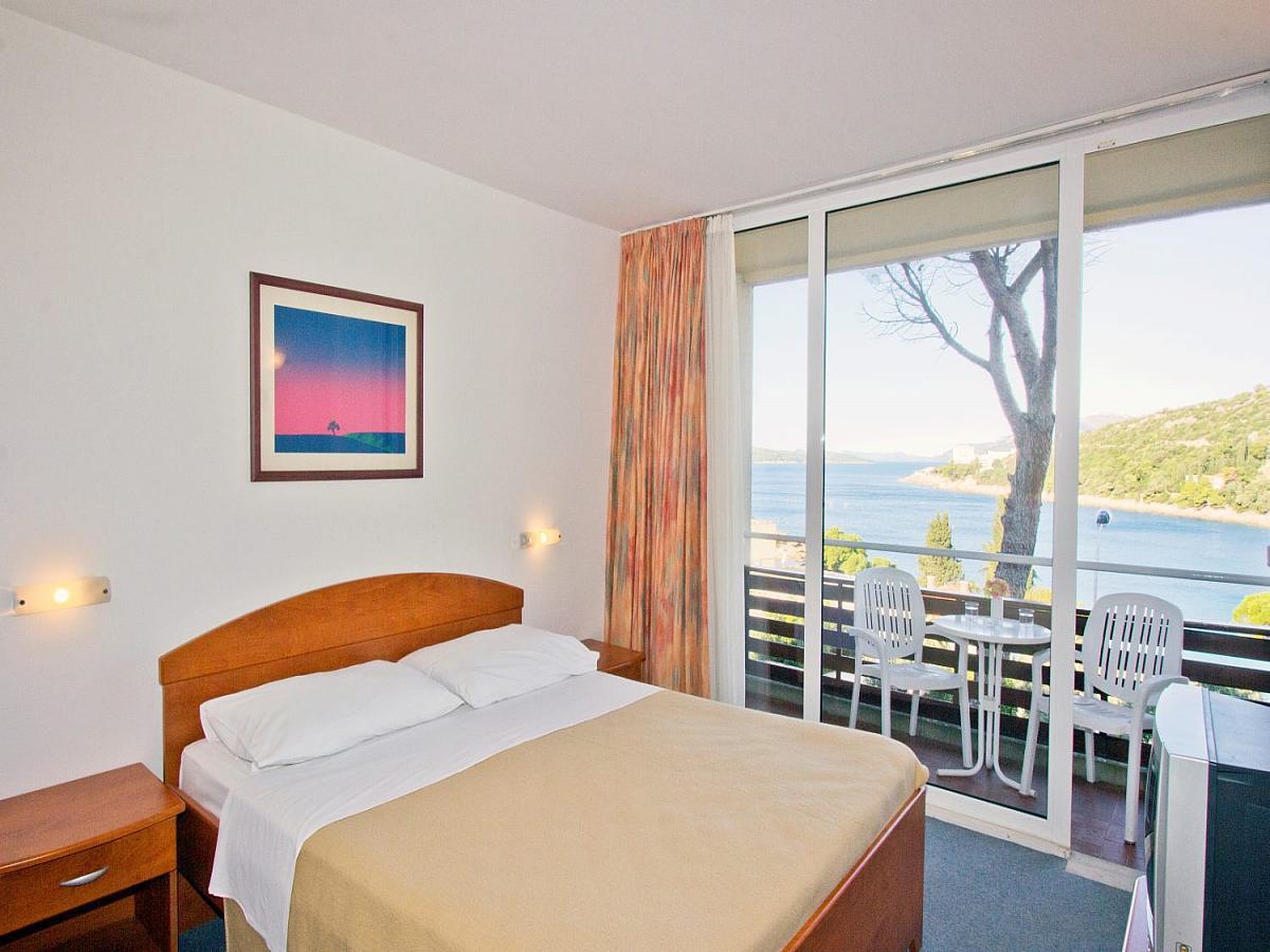 Pokój dwuosobowy strona morska z balkonem i półpensjonatem