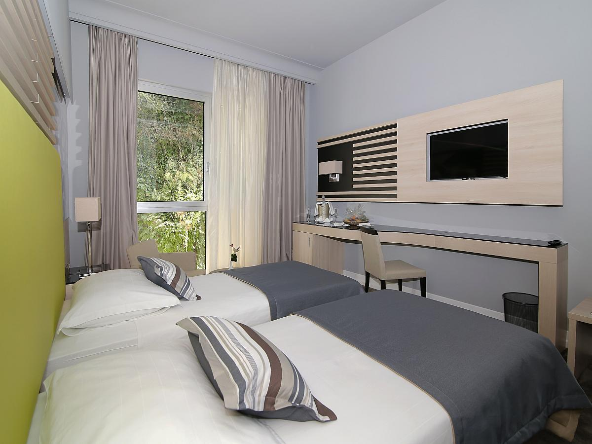 Double room classic plus single use with half board