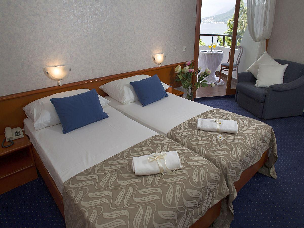 Two conected double rooms sea side with balcony with half board service