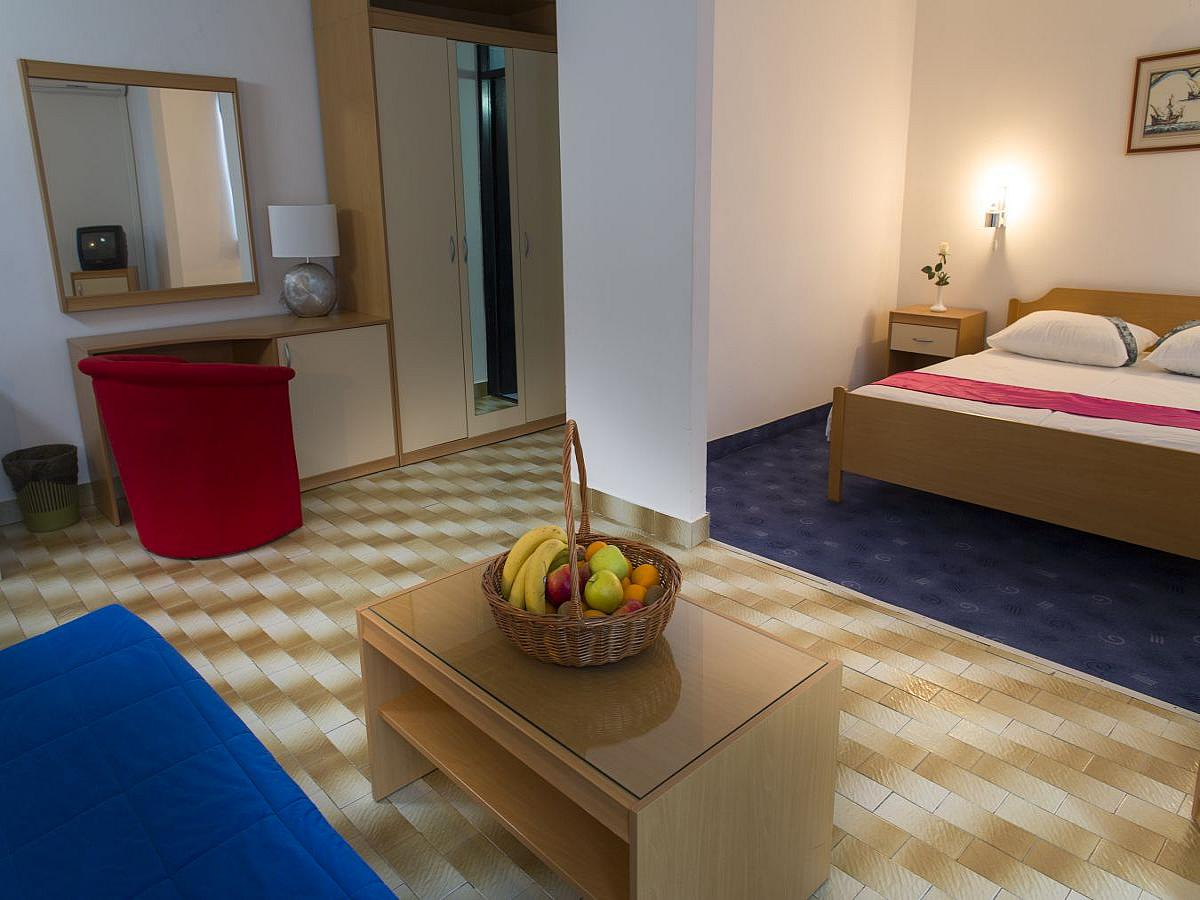 Double room with 2 help beds - family room with all inclusive