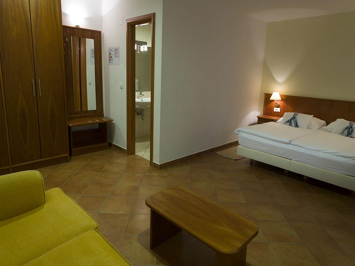 Double room with 1 help bed -  all inclusive