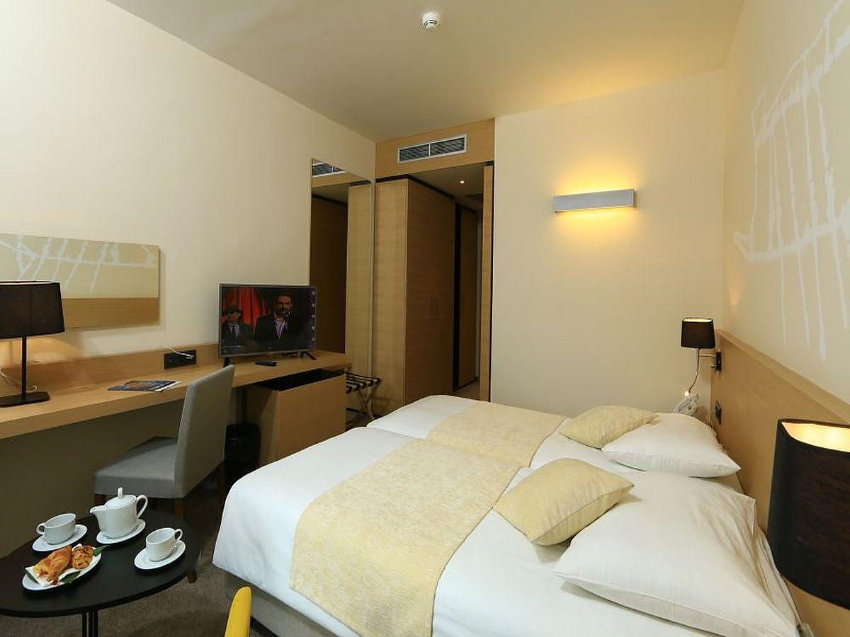 Double room standard, park side with halfboard