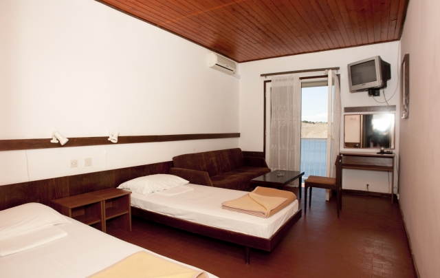 Single room superior with air conditioning and half board