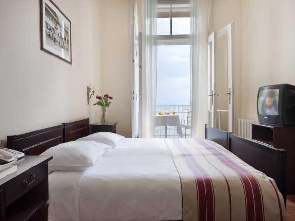 Double room, standard sideward sea side with balcony and half board