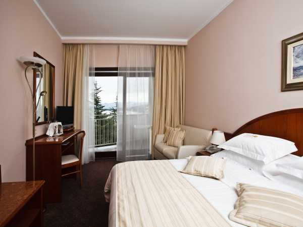 Double room with balcony with bed and breakfast