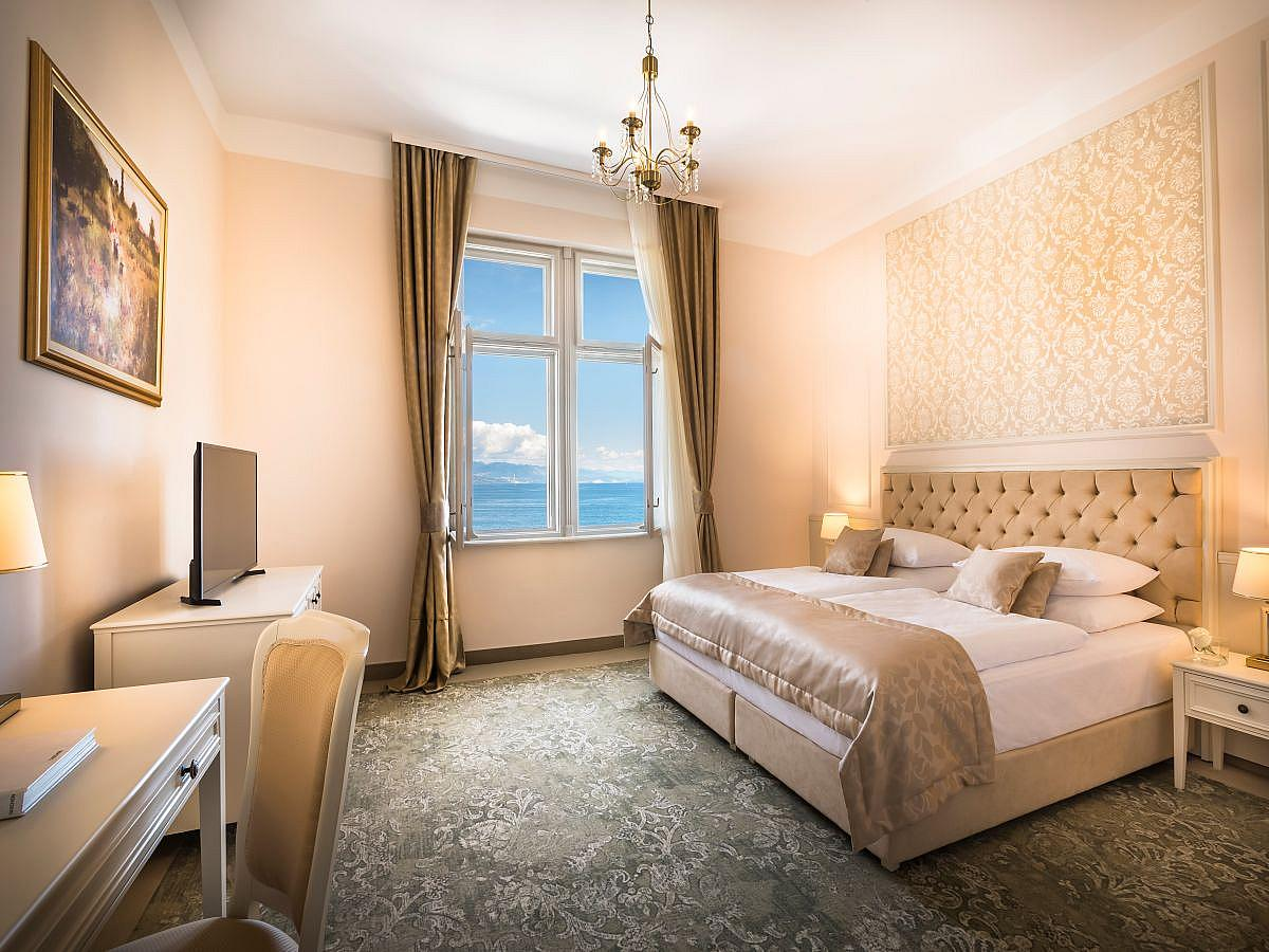 Double room sea side with half board - Superior