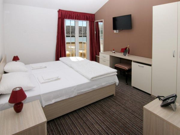 Triple room + help bed, sea side balcony, with bed and breakfast