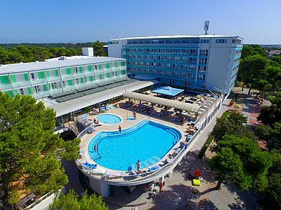 Hotel  PINIJA -  Petrčane (Zadar)