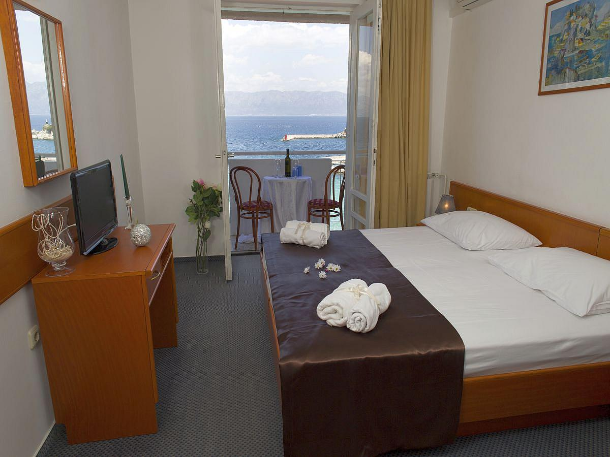 Double room with help bed comfort, sea view with balcony , all inclusive