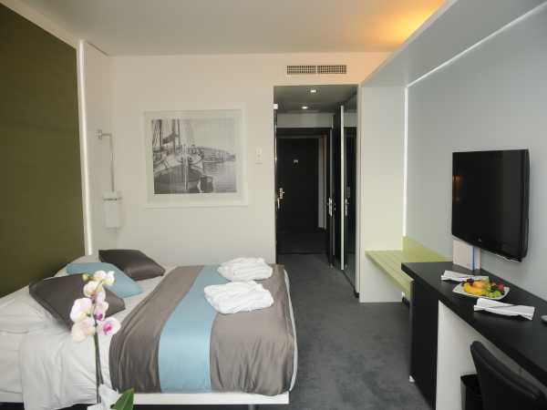 Double room,superior park side with balcony- with bed and breakfast