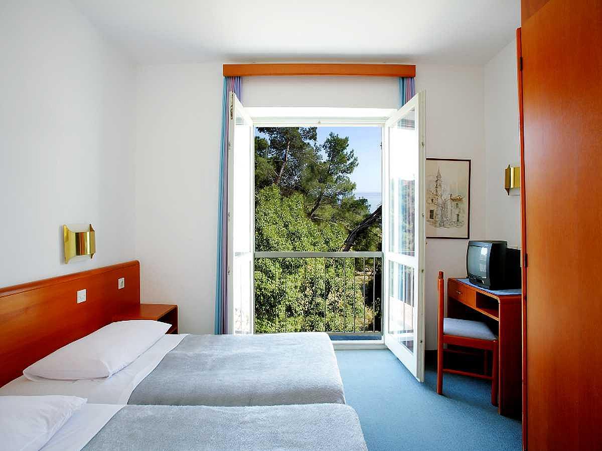 Single room sea side - standard - halfboard