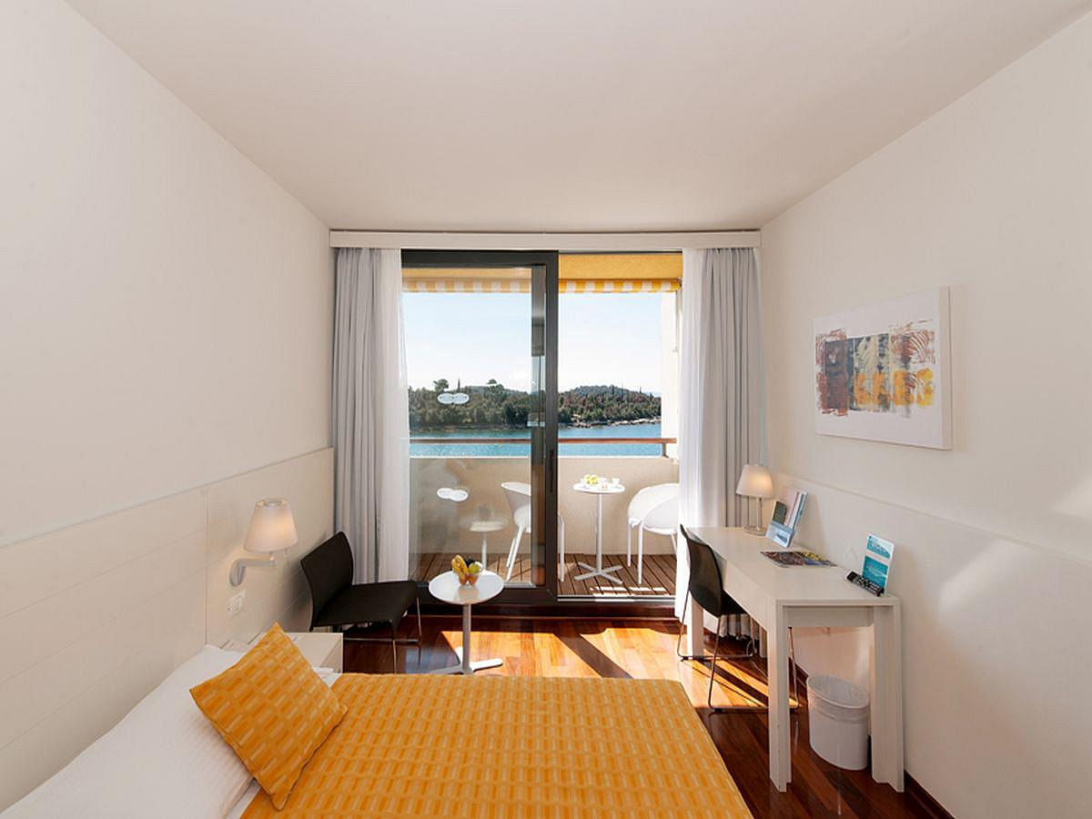 Double room with balcony Superior,single use, bed and breakfast