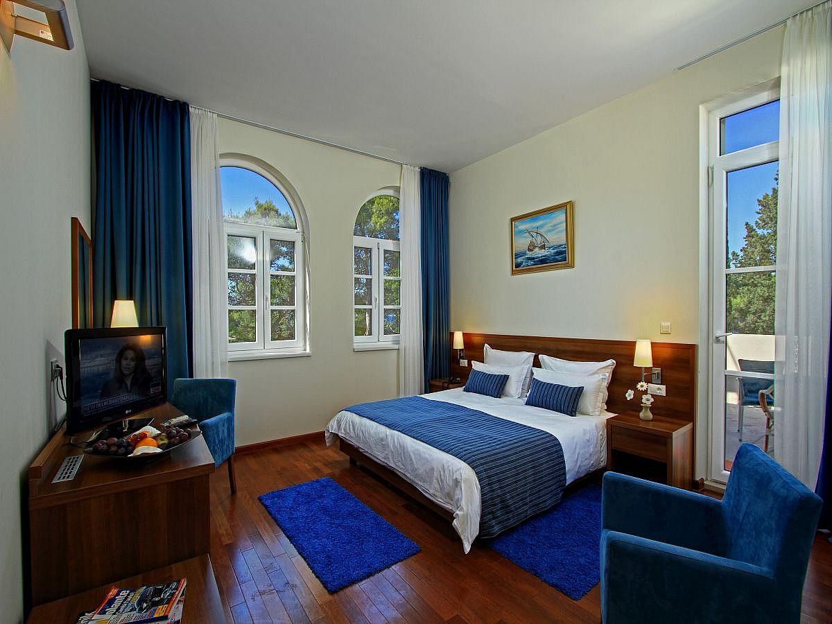 Double room sea side with balcony and half board - Superior
