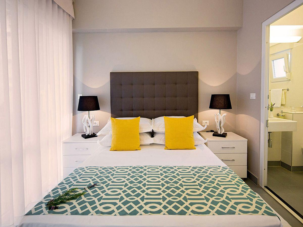 Double room with help bed and halfboard