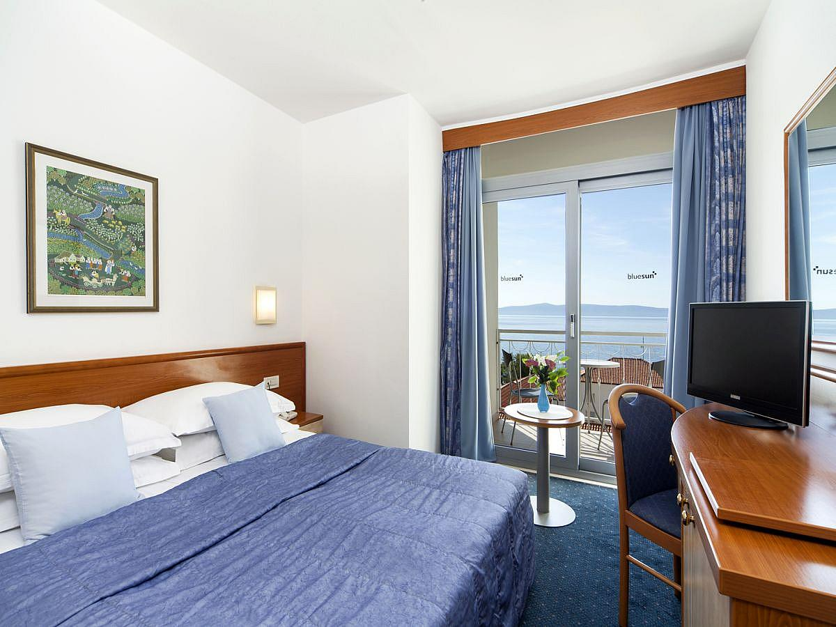 Single room sea view with balcony with halfboard