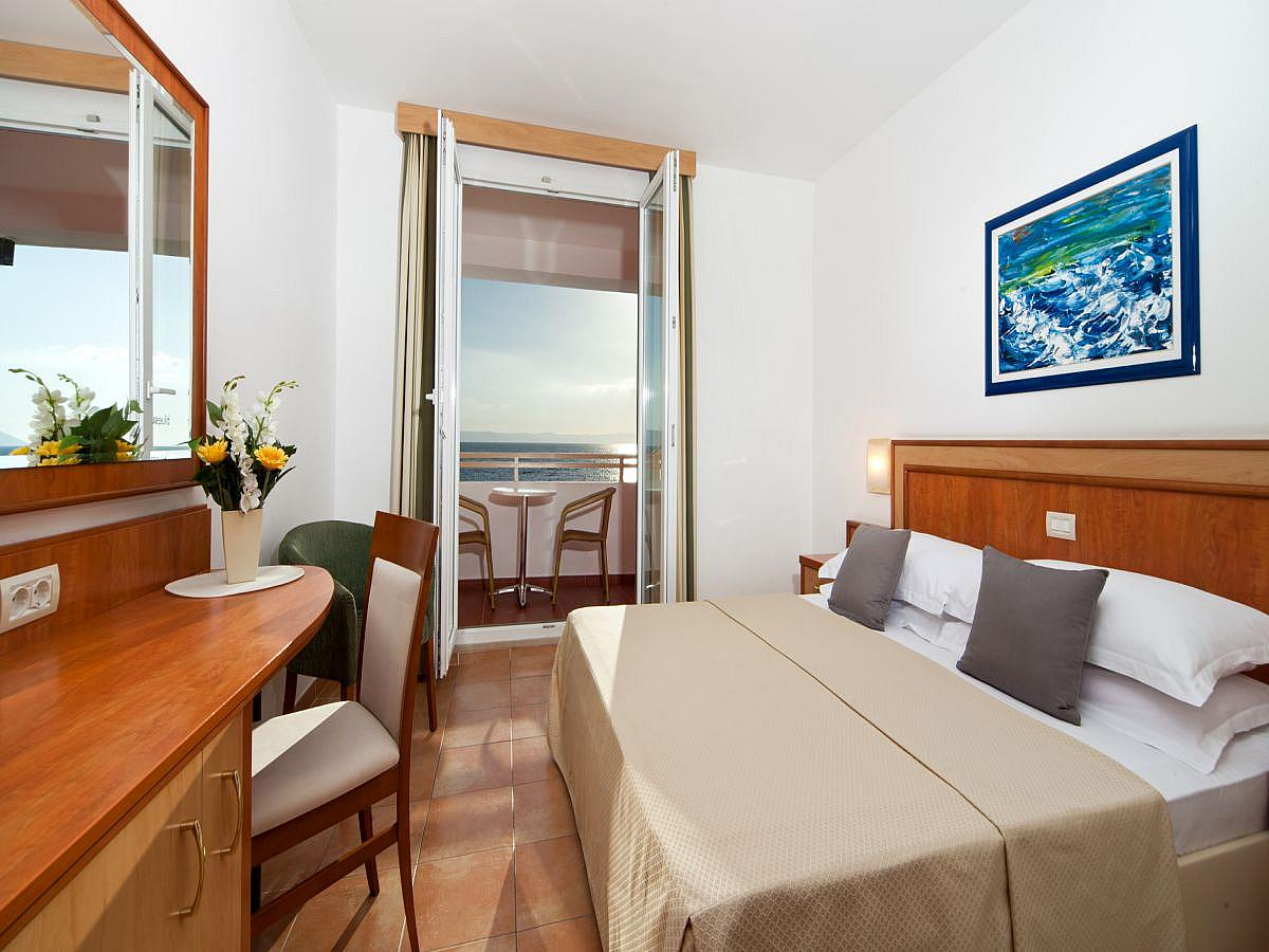 Double room sea view with balcony and halfboard
