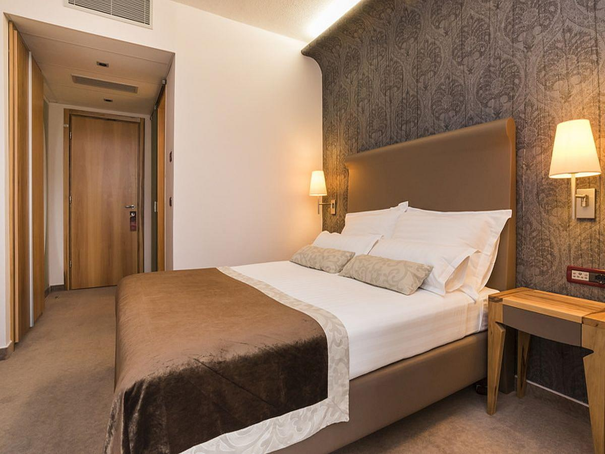 Double room classic french bed sea side with balcony and half board