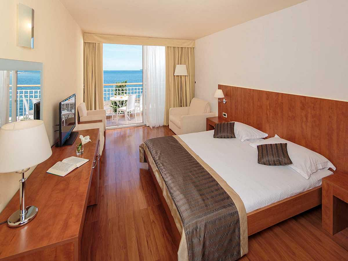 Double room, premium sea view with balcony, half board