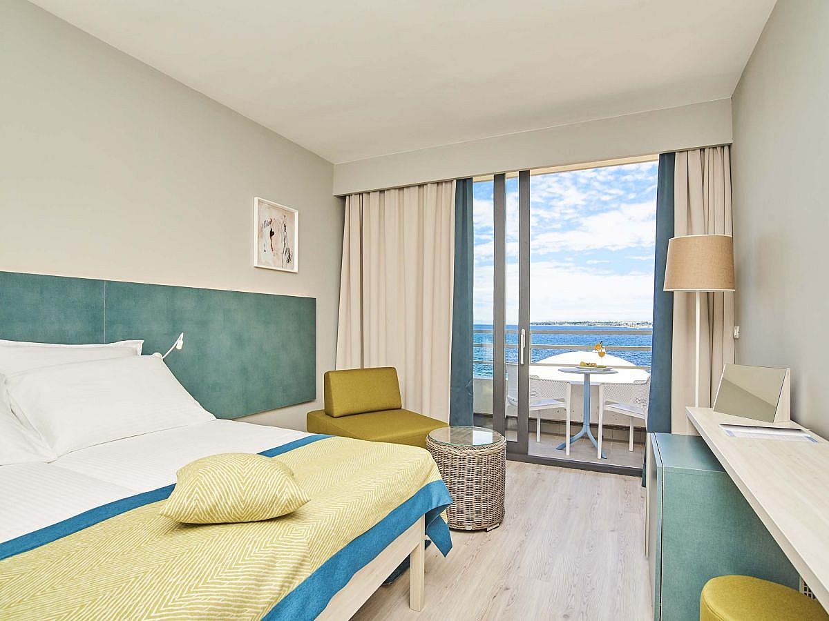 Double room classic with balcony and half board