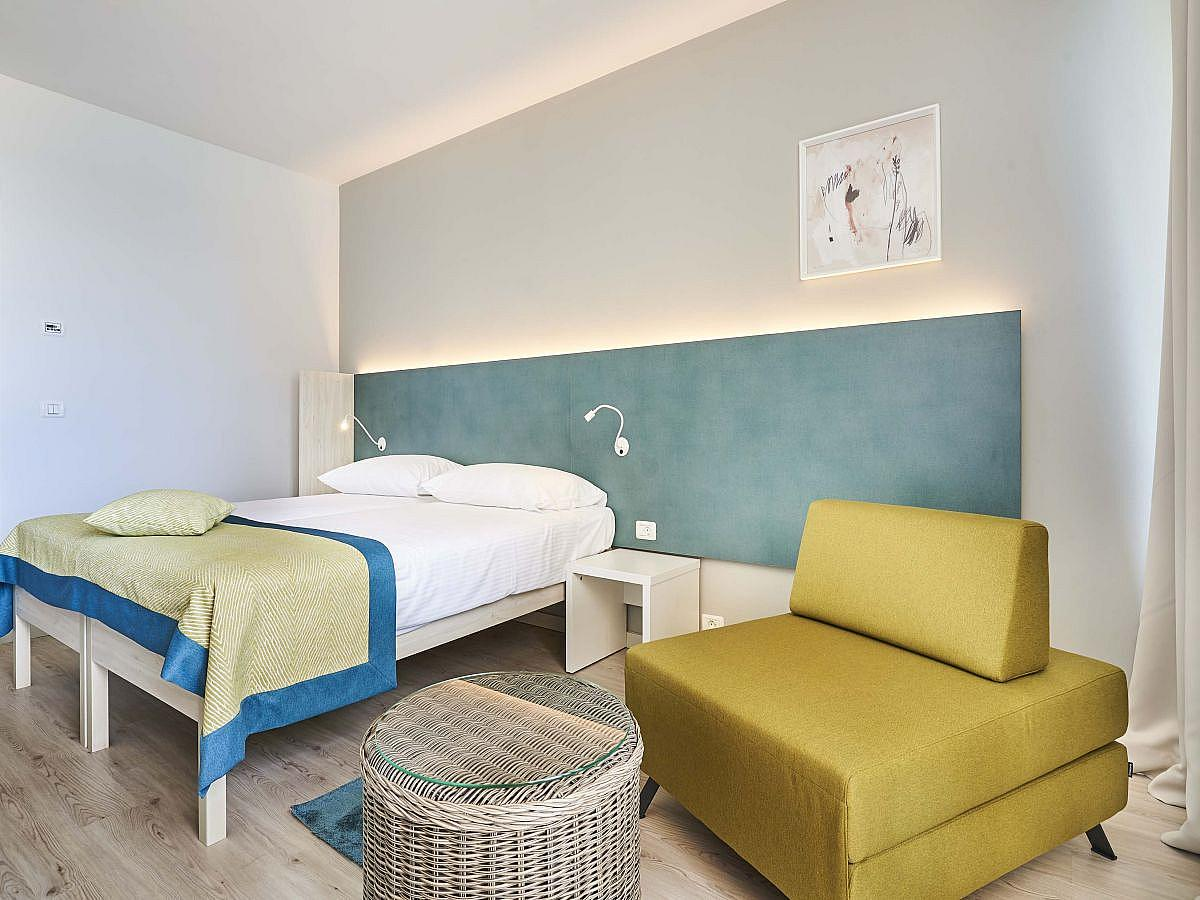 Double room with 2 help beds with balcony - family room with halfboard
