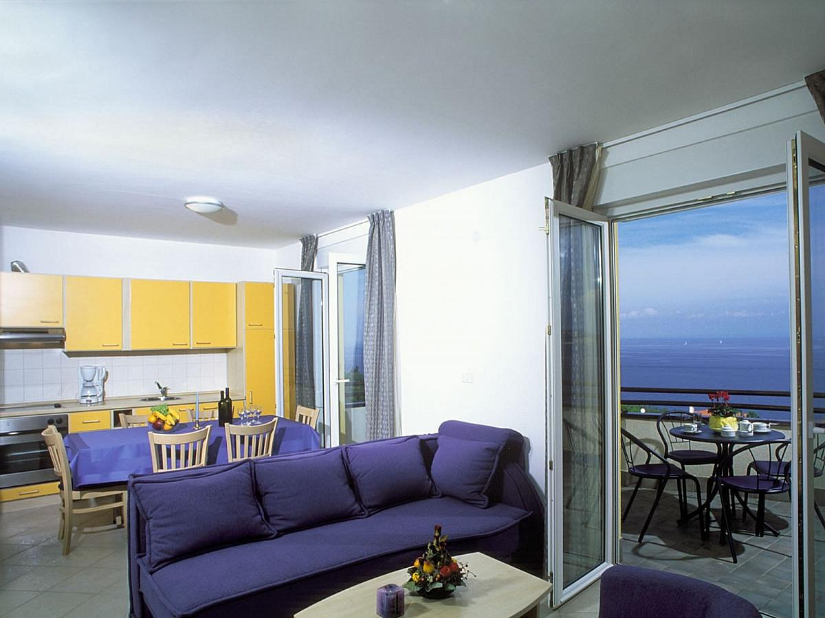 Apartment for 4 person and sofa for 2 people****