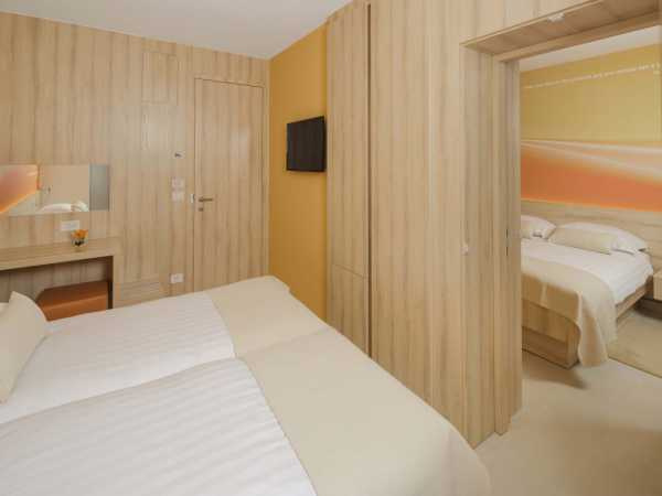 Two double rooms with balcony and connected doors - halfboard service
