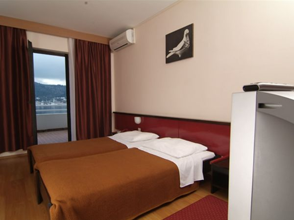 Double room sea view with air conditioning and half board