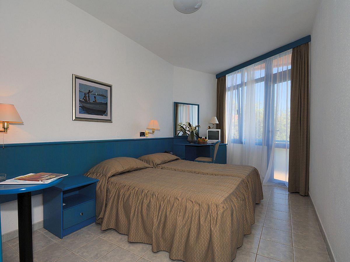 Double room sea side superior with extra bed, balcony, all inclusive